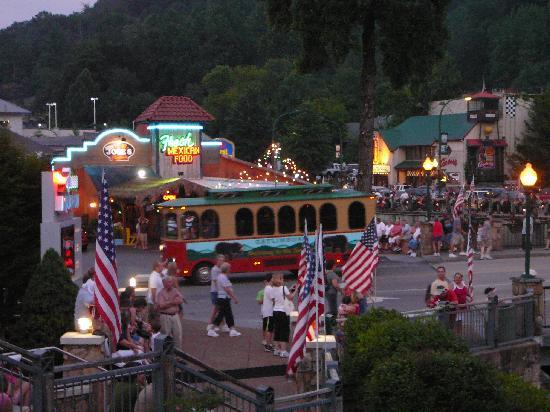 My business area travel guide and attractions for Gatlinburg civic center craft show
